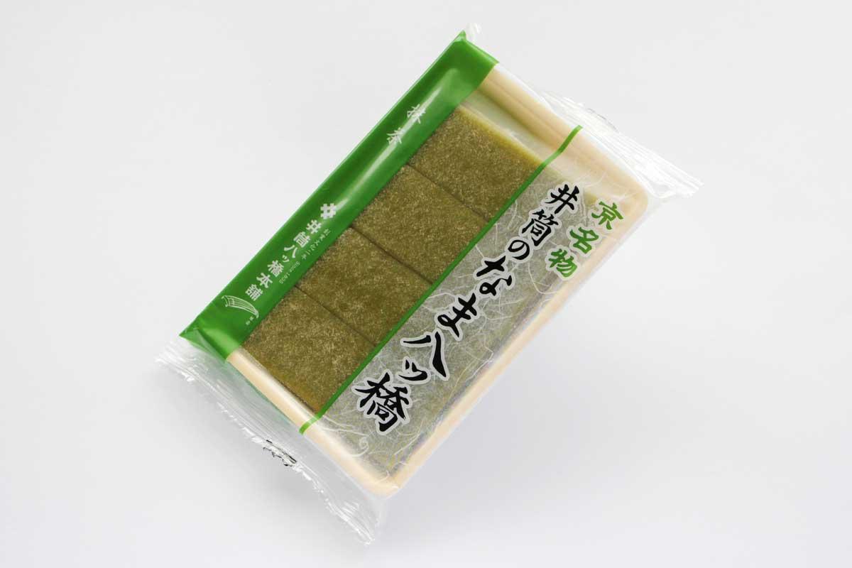 井筒の生八ッ橋(抹茶)は抹茶の豊かな香りと苦みが楽しめる生八ツ橋