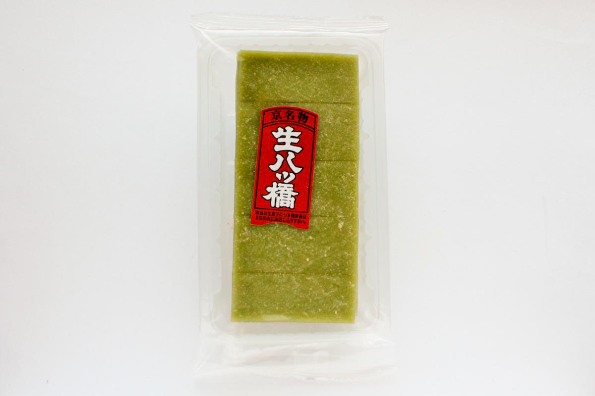 京栄堂 生八ッ橋(抹茶)は薄くてほどよい抹茶が味わえる生八ッ橋