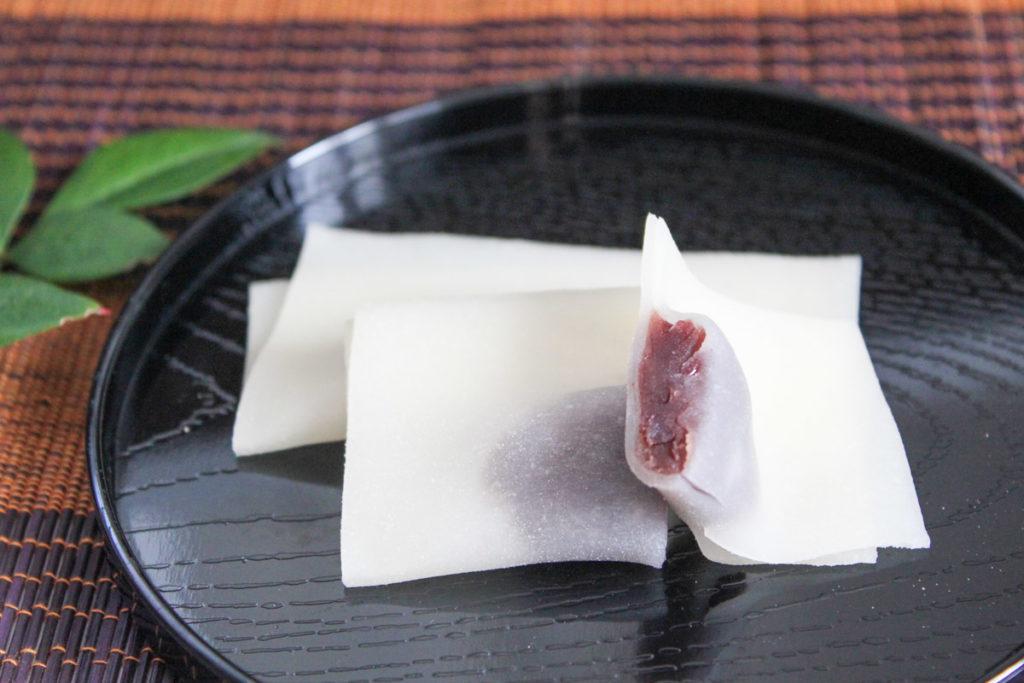 西尾為忠商店「あん入り生八ッ橋」断面アップ