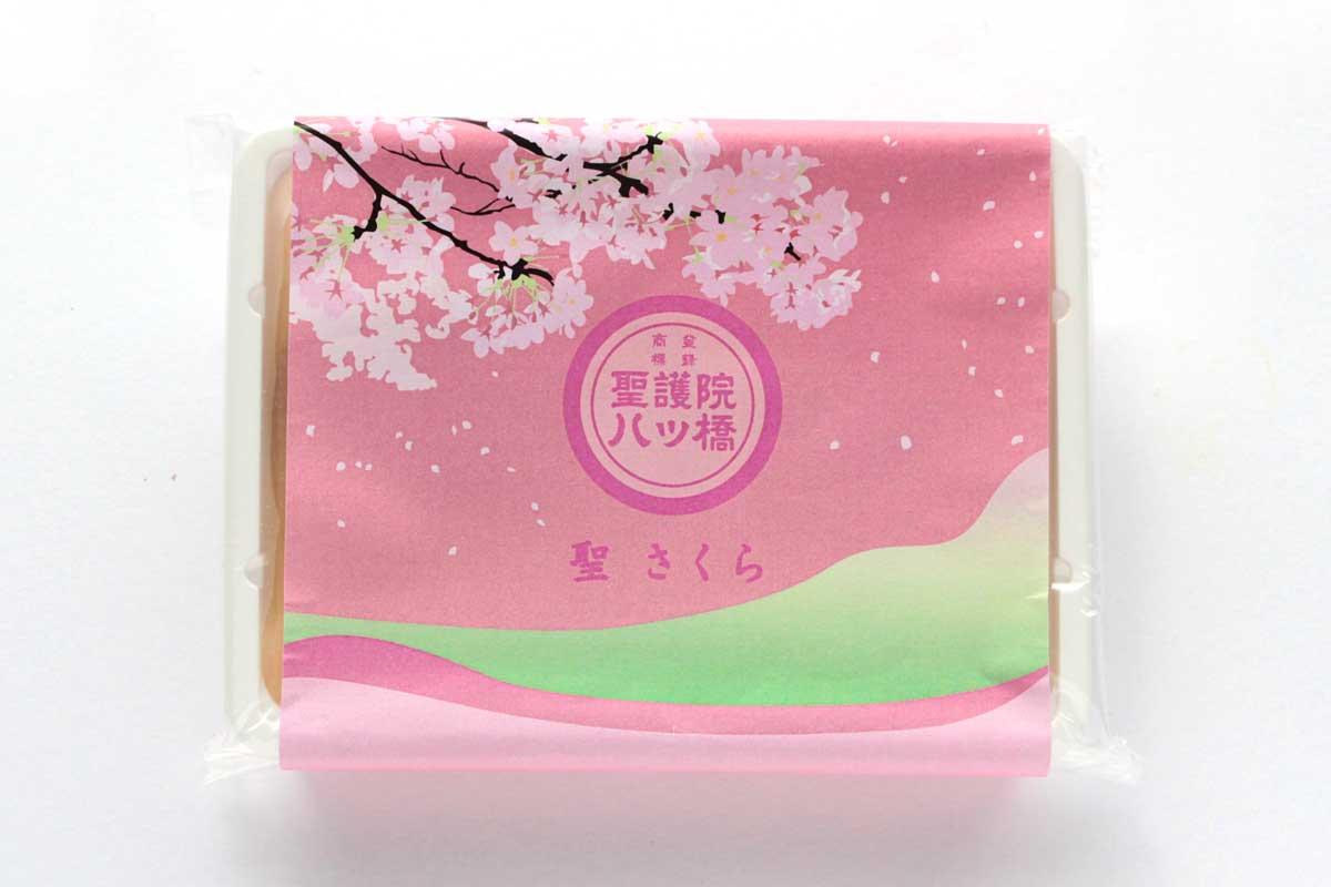 聖護院八ッ橋総本店の生八ッ橋「聖(さくら)」はニッキと桜が心地よい春の生八ッ橋だよ