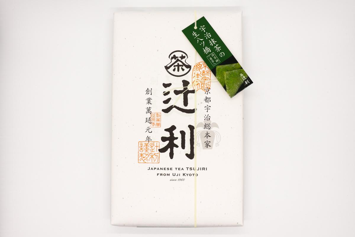 抹茶糖をふりかけて食べる抹茶好きにピッタリな辻利「宇治抹茶の生八ッ橋」