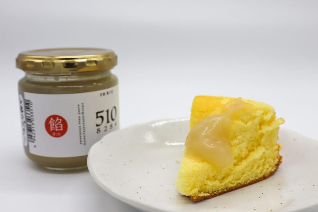レモンバターあんをシフォンケーキにつけて食べる